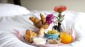 Hoe verras ik iemand met een ontbijtje?